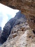 Trayectoria Alfredo Benini en las montañas de las dolomías de Brenta en Italia foto de archivo