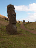 Trayectoria con el Moai Fotos de archivo