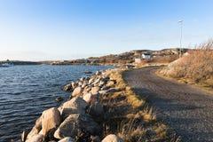 Trayectoria costera de la isla de Vrango, Goteburgo, Suecia Foto de archivo
