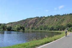 Trayectoria de la bicicleta alrededor del río Moldava, República Checa fotos de archivo libres de regalías