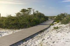 Trayectoria de la madrugada a la playa Foto de archivo