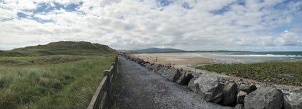 Trayectoria de la playa en Sligo Irlanda imagen de archivo libre de regalías