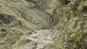Trayectoria de las montañas en Nepal Viaje del circuito de Manaslu almacen de metraje de vídeo