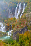 Trayectoria de madera en el parque nacional de Plitvice en otoño Foto de archivo libre de regalías