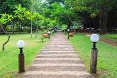 Trayectoria de piedra en parque al aire libre Foto de archivo libre de regalías