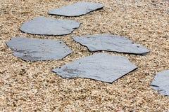 Trayectoria de piedra en Zen Garden imágenes de archivo libres de regalías