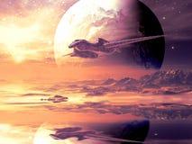Trayectoria de vuelo de la nave espacial extranjera sobre el planeta distante Imágenes de archivo libres de regalías