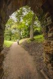 Trayectoria del arco y del jardín en el priorato de Nostell Fotografía de archivo