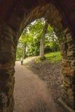 Trayectoria del arco y del jardín en el priorato de Nostell Fotos de archivo libres de regalías