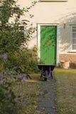 Trayectoria del jardín de la cabaña del país Fotografía de archivo libre de regalías