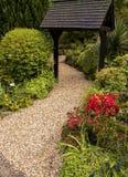 Trayectoria del jardín del parque de la ciudad Imagen de archivo libre de regalías