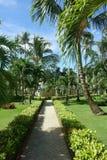Trayectoria del jardín en un centro turístico tropical fotografía de archivo