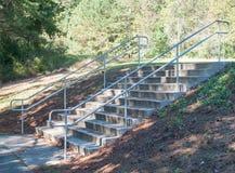 Trayectoria del parque de las escaleras de la naturaleza fotos de archivo