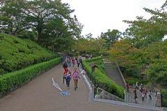 Trayectoria del paseo en el jardín japonés Fotografía de archivo