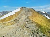 Trayectoria en el top de la montaña Imagen de archivo