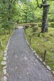 Trayectoria en jardín japonés Fotografía de archivo