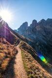 Trayectoria en las dolomías, Italia de los rastros de montaña fotos de archivo