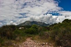 Trayectoria en las montañas Fotografía de archivo