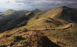 Trayectoria en las montañas Imagenes de archivo