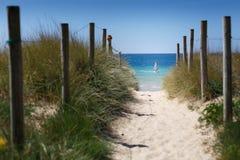 Trayectoria a enrollar en playa del ` s de América Foto de archivo libre de regalías
