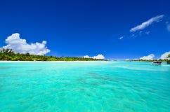 Trayectoria a la isla hermosa Foto de archivo libre de regalías