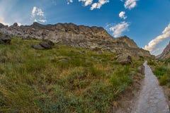 Trayectoria larga de la montaña del rastro en el país de Georgia Foto de archivo