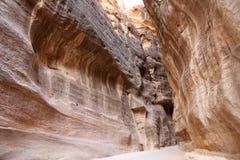 1 trayectoria larga de los 2km (como-Siq) a la ciudad del Petra, Jordania Fotografía de archivo