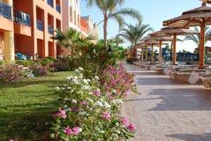 Trayectoria a lo largo de la piscina en hotel Egipto Hurgada Foto de archivo libre de regalías
