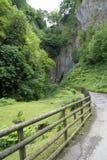 Trayectoria para enarbolar la caverna en Castleton Imagenes de archivo