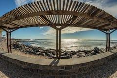 Trayectoria que camina de la costa en Las Américas Mirada original en el toldo del sol Tenerife foto de archivo libre de regalías