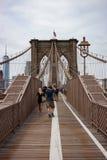 Trayectoria que camina y Biking en el puente de Brooklyn imagen de archivo libre de regalías
