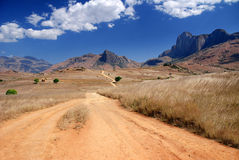 Trayectoria que lleva en las montañas de Andringitra fotos de archivo