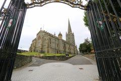 Trayectoria que lleva a la catedral de la ciudad Fotos de archivo libres de regalías