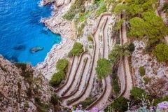 Trayectoria serpentina vía Krupp en Capri, Italia imagenes de archivo