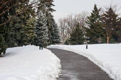 Trayectoria a través de la nieve Imagen de archivo libre de regalías