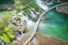 Trayectoria turística de madera en parque de los lagos Plitvice Foto de archivo libre de regalías