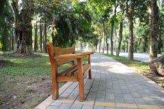 Trayectoria verde pacífica en el parque Foto de archivo libre de regalías