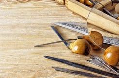 Trazado de las herramientas y de los accesorios para el grabado manual del metal Fotografía de archivo