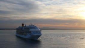 Trazador de líneas de la travesía en la salida del sol en el mar balear Palma de Majorca, España almacen de video