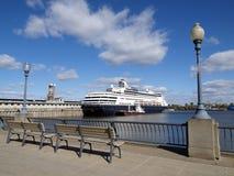 Trazador de líneas de la travesía en puerto Foto de archivo