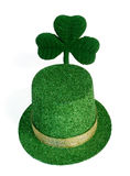 Trébol del día del St. Patricks y sombrero del leprechaun Foto de archivo