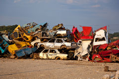 Trödel-Autos auf Junkyard Stockfotografie