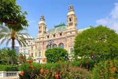 Trädgård och fasad av kasinot i Monte - carlo, Monaco. Royaltyfria Bilder