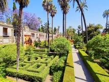 Trädgårdar i Alcazar av Seville, Spanien Arkivfoton