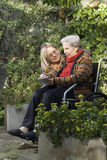 trädgårds- moderverticalkvinna Arkivfoton