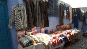Trditional hattar och kerchieves handcrafted in chefchawen /morocco arkivfoton