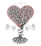 Trädkrona som hjärta med blad Royaltyfri Fotografi