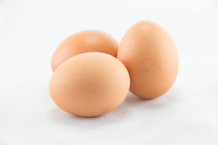 Tre ägg isoleras på en vit bakgrund Royaltyfria Foton