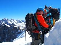 Tre alpinisti, scalatore dell'alpinista in ALPI francesi a CHAMONIX MONT BLANC Fotografia Stock