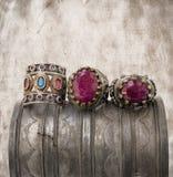 Tre anelli dell'ottomano sulla priorità bassa del grunge. Fotografia Stock